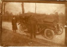 Voiture d'époque. Vintage car  Vintage silver print.  Tirage argentique d