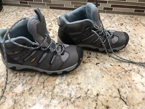 keen hiking boots womens 6 Excellent Condition.  Waterproof. Barely Used