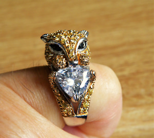 A QUALITY VINTAGE LEOPARDS HEAD RING SET WITH SEMI PRECIOUS STONES 925 SILVER