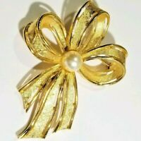 Signed Napier Gold Tone Faux Pearl Brooch Pin 1960\u2019s 1970\u2019s
