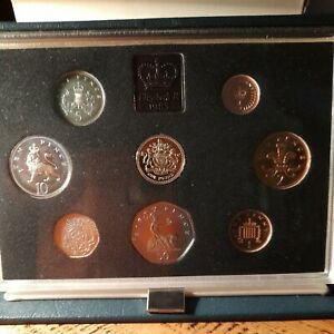 1983 Royal Mint UK Proof 8 - Coin Set Includes First £1 & COA Blue Cased