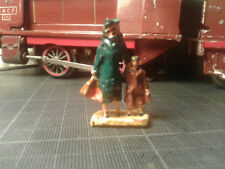 Ancien personnage figurine plomb Ech. O HORNBY DINKY MDM - femme & enfant- neuf
