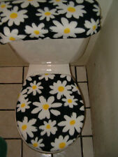 DAISEYS ON BLACK  FLEECE TOILET SEAT COVER SET