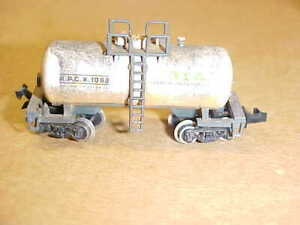 """UNBRANDED N SCALE SHORT TANK CAR - 2""""  - GRAY WEATHERED (LIGHTLY USED)"""