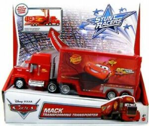 Disney Pixar Cars Stunt Racers Mack Transforming Transporter New Y8121