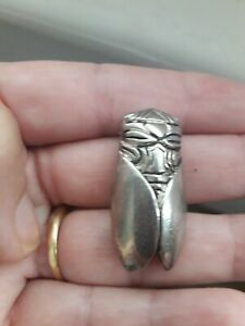 """Broche """"Petite cigale provençale signée René GOUIN (french cicada) métal argenté"""