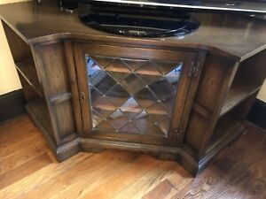 Quality Old Charm Corner TV Unit Oak Leaded Glass Doors VGC And Side Console