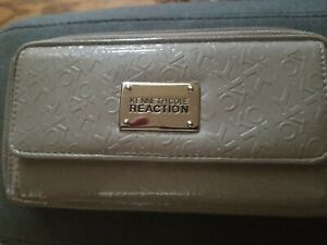 KENNETH COLE REACTION WOMEN'S BEIGE ZIP AROUND CREDIT CARD WALLET lightly used