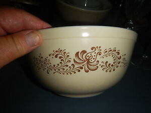 Vintage PYREX Homestead Nesting Mixing Bowl - Speckled tan with brown Design