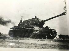 "ORIGINAL 1944 WW2 PHOTO "" RUSSIAN TANK ADVANCES ON THE BALTIC FRONT ' 7X5 INCHES"