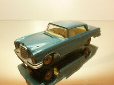DINKY TOYS 533 MERCEDES BENZ 300 SE - BLUE METALLIC 1:43 - GOOD CONDITION