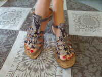 Kate Spade Gray/Brown Snake Print Leather Gladiator Sandals Size 9M