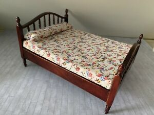 Dolls House Double Bed Dark Brown Wooden Bed With Mattress 1:12
