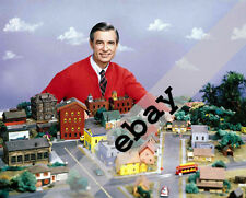 MR. FRED ROGERS NEIGHBORHOOD 8X10 PHOTO #1663