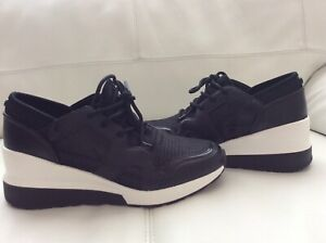 NEW Michael Michael Kors Women  Trainer Sneaker Size 7,5 M