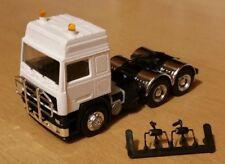 Volvo F12 Schwerlast 3-achs weiß mit Rammschutz 1:87