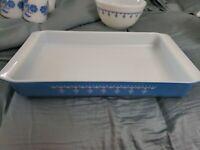 "PYREX Snowflake Garland Blue Lasagna Pan 933- 13 1/2""x 8 3/4""x 1 3/4"""