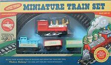 Train miniature Set alimenté par batterie avec locomotive & 3 voitures RRP £ 7 Âge 3+