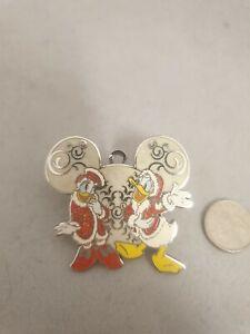 Disney Pin Badge Donald Duck and DaisyvChristmas Hong Kong Disneyland Limited