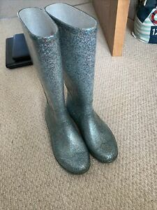 girls welly boots - Size 2