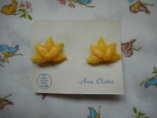Pretty vintage 50's/60's kitsch novelty plastic leaf clip on earrings - yellow