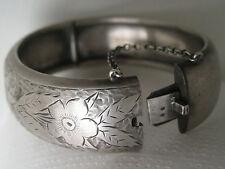 Ancien gros bracelet jonc en argent ciselé. Art nouveau. 1910.