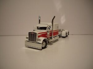 DCP FIRST GEAR 1/64 WHITE AND RED PETERBILT 379 WITH 63'' FLAT TOP SLEEPER