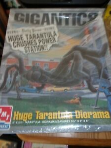 GIGANTICS Huge Tarantula Diorama Model Kit AMT ERTL 1996 - SEALED!!
