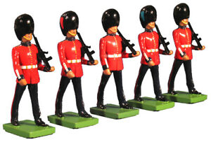 BRITAINS BRITISH CEREMONIAL 48530 BRITISH SCOTS GUARDS MARCHING 5 PIECE SET