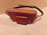ancien étui en cuir marron pour appareil photo