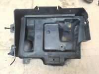 VAUXHALL ZAFIRA B 2006 MK2 1.6 PETROL MANUAL BATTERY TRAY SUPPORT HOLDER HOUSING