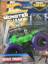 Bnib Monster Jam Hot Wheels Grave Digger Truck 1:64 size Diecast #4 Color Treads