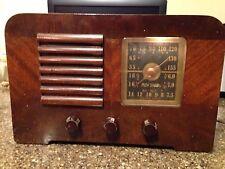 1940 RCA Victor Model 46X23 Walnut Cabinet Tube Radio AM & Shortwave - Works!