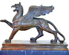 Bronzeskulptur auf Marmorplatte-  Nachguss vom Greif vor dem Schloß Branitz