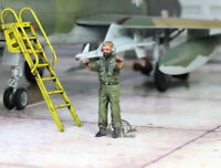 USAF Ground Crew Support in Airfield 1:48 Pro Built Model #6