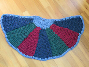 Hand crochet rag rug, shabby cottage chic, country ~ Green Cranberry Blue