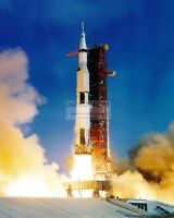 LIFT-OFF OF THE APOLLO 11 SATURN V FROM LAUNCH COMPLEX 39A - 8X10 PHOTO (BB-034)