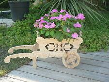 Brouette Bois Dans Autres Decorations De Jardin Idees Cadeaux De