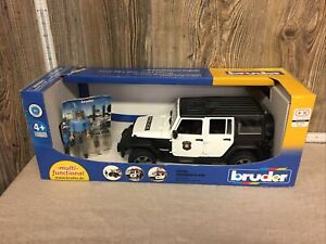 Damaged Box Bruder 2526 Jeep Rubicon Police car with Policeman