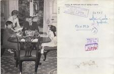 Olivia de Havilland. Fotografía de la artista de cine con su esposo e hijos,
