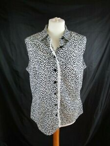 M&S Sleeveless Blouse with lace detail. Navy spot black buttons. Summer wearUK16