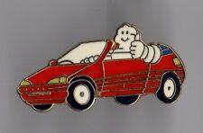 Pin's voiture / bonhomme michelin (signé Fraisse)