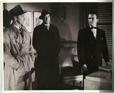 Sortie De The Past Robert Mitchum En Trench Paul Valentin Rare Original Photo