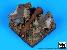Black Dog (No Scale) Cracked Road with Pipe Fantasy Diorama Base (50x50mm) Fd001