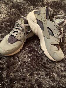 Ladies Girls Nike Huaraches Size 4