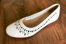"""Clarks Ladies """"HENDERSON NOT"""" White Leather Shoes Size 3.5E. New."""
