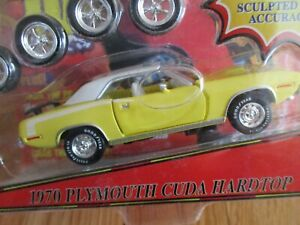 Mopar Muscle 1970 Plymouth 'Cuda 1:43 Die cast-Road Champs-Yellow hardtop