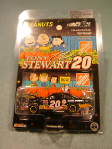 TONY STEWART #20 HOME DEPOT / IN SEARCH OF GREAT PUMPKIN 2002 1/64 Action NEW