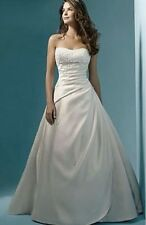 """Stunning Maggie Sottero """"Michelle"""" wedding dress Size 6 With Hooped Under Skirt"""