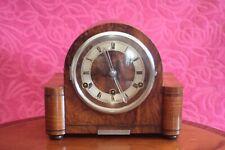 Art Deco Vintage 'Perivale' Nogal Mantel Clock de 8 días con carillones de Westminster